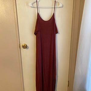 Maxi dress with slits on the side